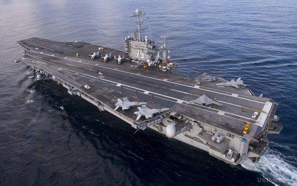 Яценюк і Полторак відвідають в Італії атомний авіаносець ВМС США «Гаррі Трумен»