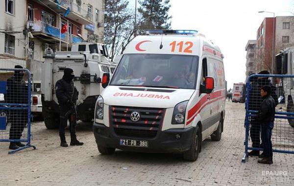 УТуреччині троє поліцейських загинули внаслідок вибуху бомби,— ЗМІ
