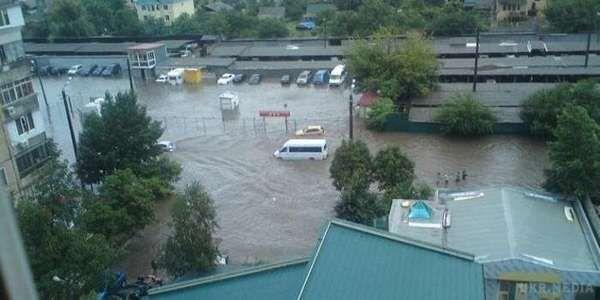 Потужні зливи перетворили Одесу на великий водойм