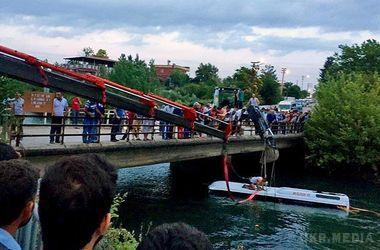 У Туреччині автобус з дітьми потрапив в автокатастрофу, 14 людей загинули