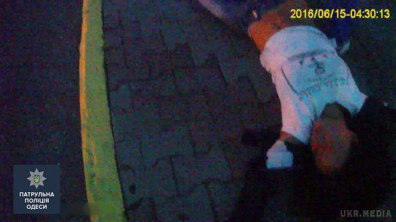 В Одесі хлопець збирався скинути з мосту дівчину, яка прийшла до нього на побачення