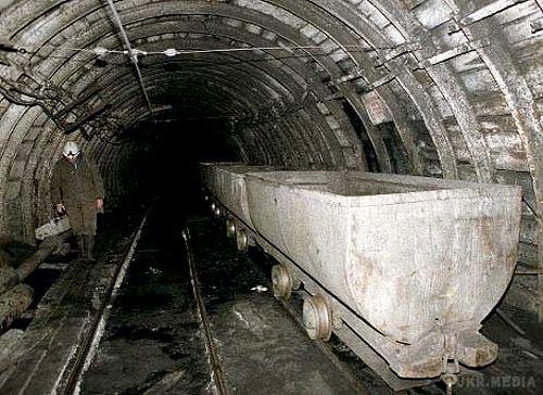 В Китаї під землею застрягли 12 шахтарів