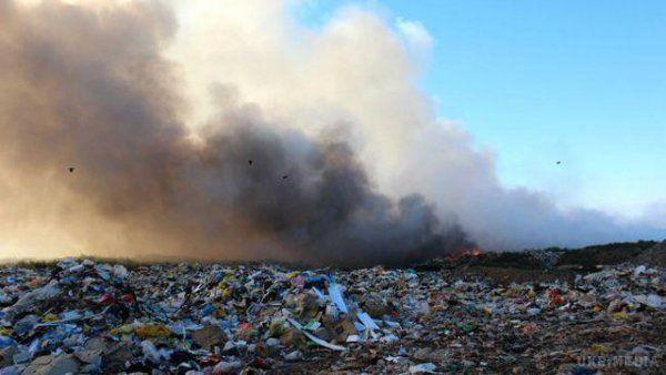 Поблизу Києва спалахнула пожежа на Трипільському звалищі