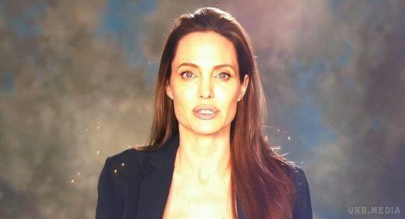 Анджеліна Джолі вперше публічно виступила після розлучення зБредом Піттом