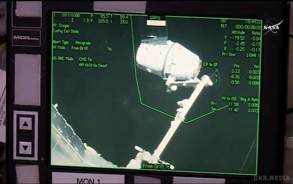 Космічному кораблю SpaceX Dragon невдалося пристикуватися доМКС