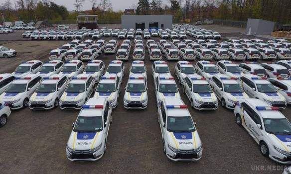 ДоКиєва прибули 635 гібридних Mitsubishi для поліції (відео)