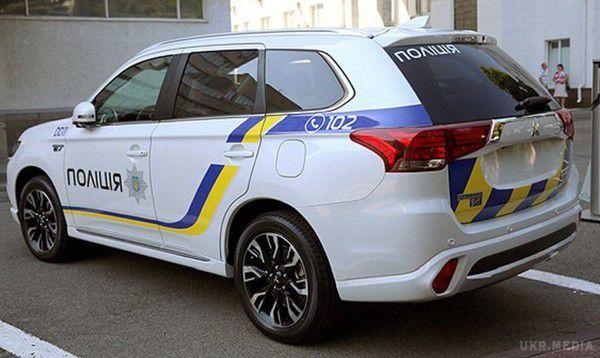 Нацполіція отримала нові гібридні кросовери Mitsubishi