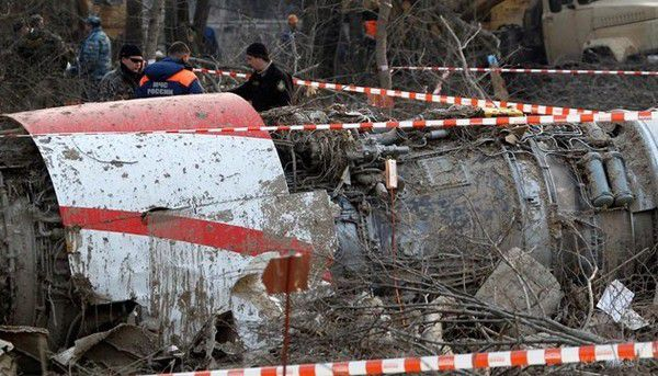 Смоленська катастрофа: втруні стюардеси знайшли рештки 5 інших людей