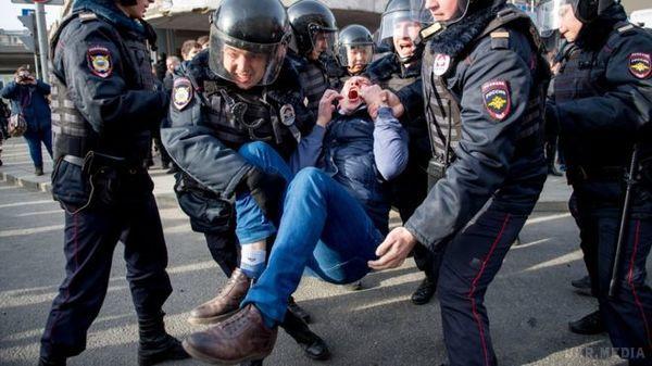 УСанкт-Петербурзі на мітингу затримали близько 150 осіб