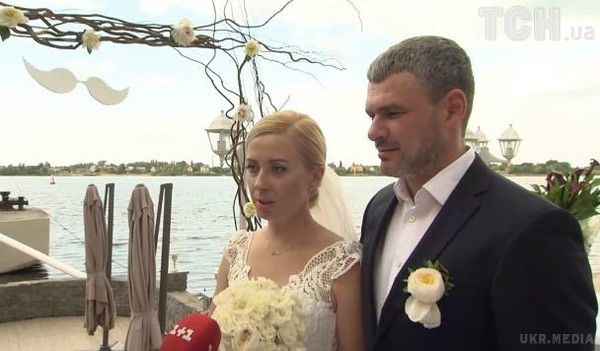Тоня Матвієнко зіграла весілля наберезі Дніпра
