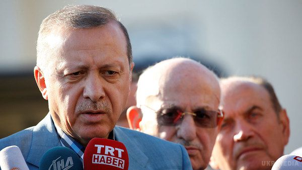 «Улюдей паніка»: Ердоган впав без свідомості під час молитви вмечеті