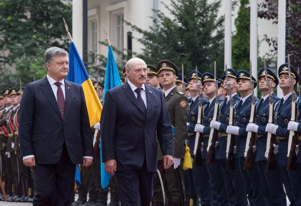 Україна і Білорусь обговорюють питання демаркації кордону,— Порошенко