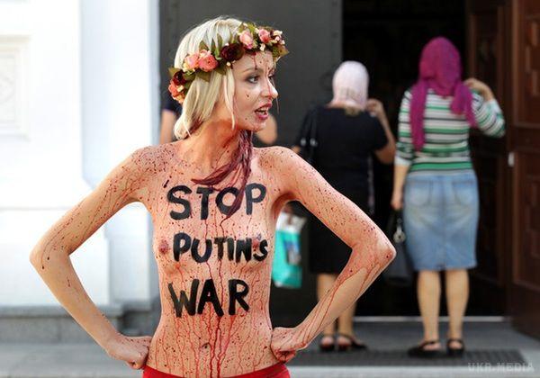 Гола активістка хотіла зірвати зустріч Президентів України та Білорусі (фото, відео)