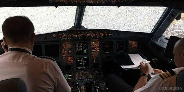Український пілот попри надскладні умови посадив літак уСтамбулі