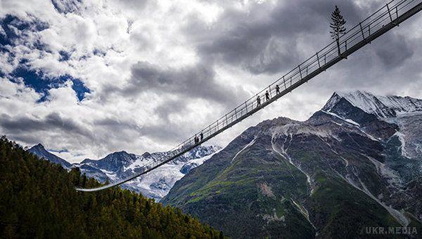 УШвейцарії відкрили найдовший усвіті підвісний пішохідний міст (ФОТОФАКТ)
