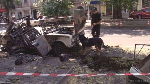 Куратори зРФ організували підрив авто вОдесі