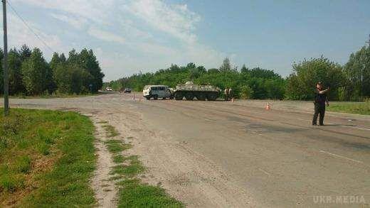 У Рівненській області військовий БТР зіткнувся з мікроавтобусом