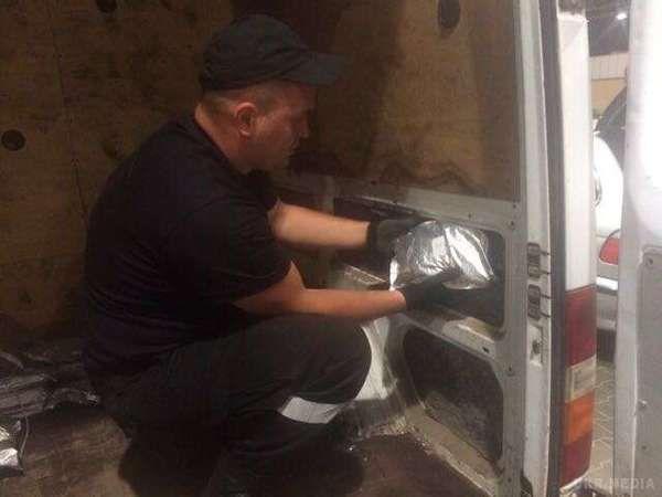 Прикордонники затримали українця, який намагався вивезти доПольщі 27 кілограм наркотиків
