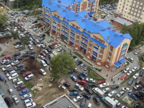 Уросійському Сургуті чоловік напав зножем наперехожих: 8 поранених