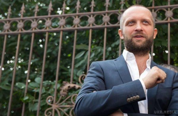 Детективи НАБУ з п'ятої спроби одягнули електронний браслет надепутата Полякова