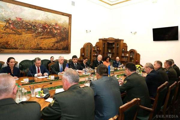 Порошенко таМеттіс обговорили розгортання миротворчої місії ООН наДонбасі (ВІДЕО)
