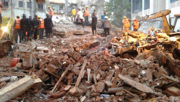 Внаслідок обвалу будинку в Індії загинуло 11 людей