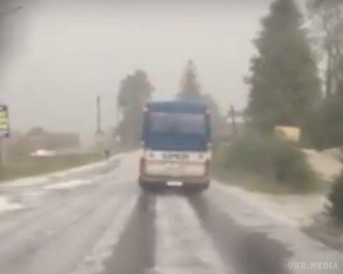 НаПрикарпатті випав перший сніг (ФОТО, ВІДЕО)