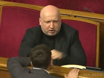 Турчинов вважає Савченко неворогом, а«дрібничкою»
