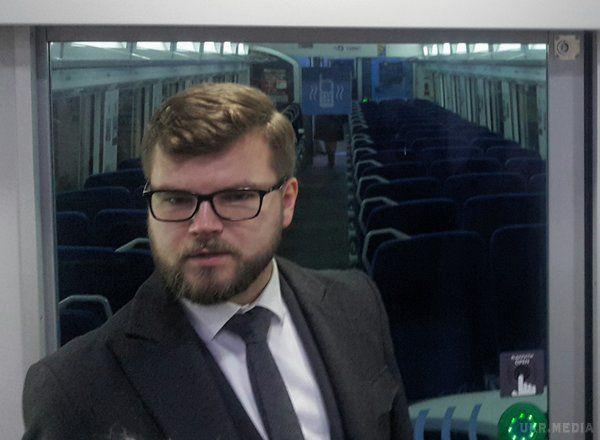 Укрзалізниця годуватиме в нічних поїздах