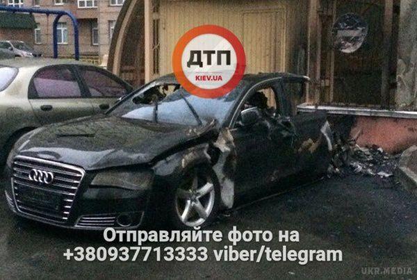 УКиєві згоріло авто водія екс-міністра Пивоварського
