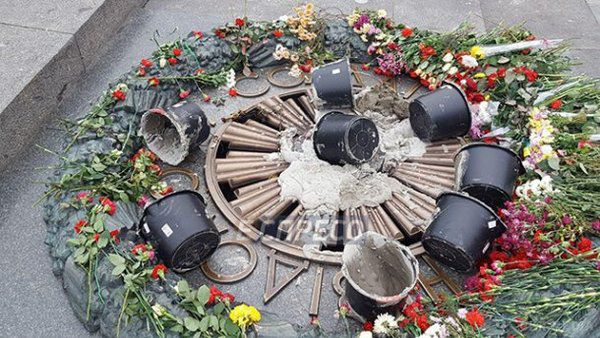 Вічний вогонь уКиєві вандали залили цементом
