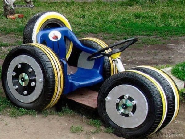 Машина из колёс