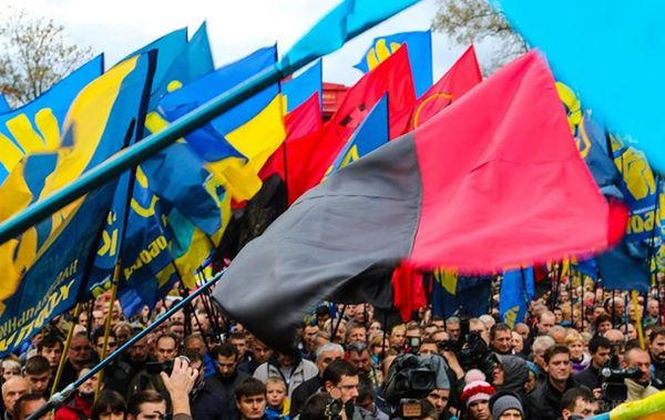 УБерегові «свободівці» зірвали угорський прапор збудівлі міськради