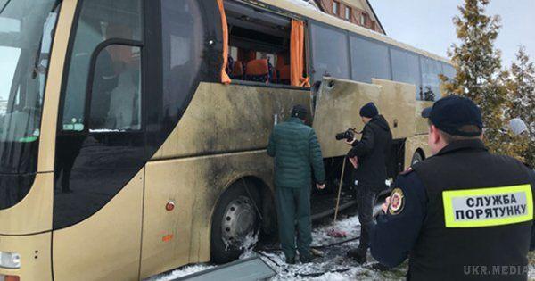 Невідомий обстріляв згранатомета польський автобус на кільцевій дорозі Львова,— ЗМІ