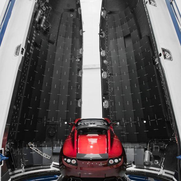 Ілон Маск показав фотографії ракети-носія Falcon Heavy