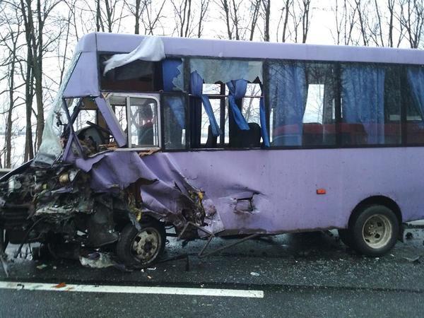 Медики шпиталізували наЛьвівщині трьох пасажирів автобуса йдвох водіїв