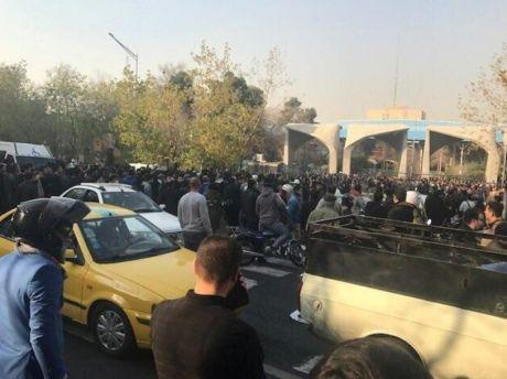 ЗМІ повідомляють про перших жертв упротестах в Ірані