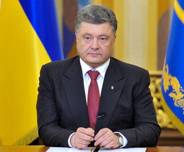 Порошенко зродиною привітав українців з Різдвом