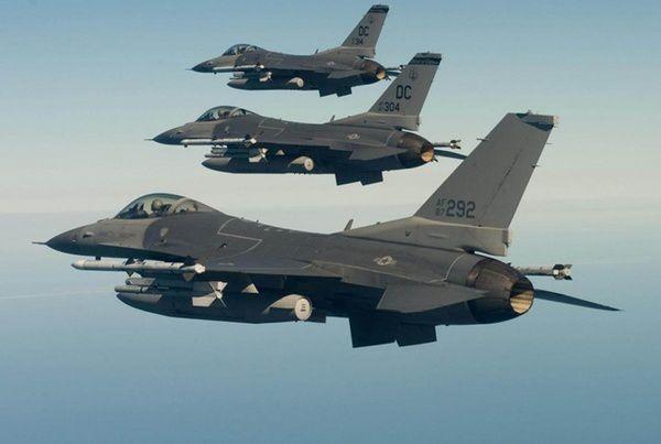 ДоЕстонії нанавчання прибули американські винищувачі F-16