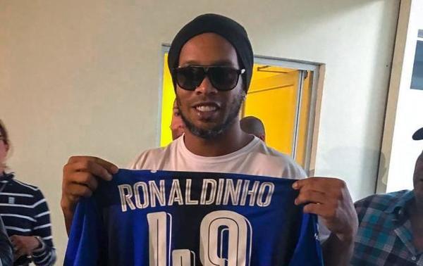 Кінець: Роналдіньо завершив кар'єру