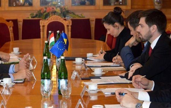Україна узгодила зУгорщиною шляхи врегулювання мовного питання: заява МЗС