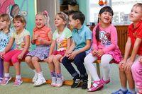 """Міносвіти ввело нову медичну довідку для зарахування у дитсадок. Батьки також мають подавати """"Карту профілактичних щеплень""""."""