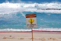 З-за цієї течії на пляжах помирають тисячі людей! Ось як не стати її жертвою