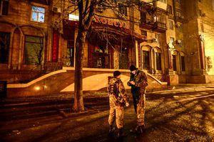 У ніч з 19 на 20 грудня в місті Запоріжжя біля входу в ресторан підірвали гранату. У Запоріжжя біля входу в ресторан з підпільним гральним закладом прогримів вибух