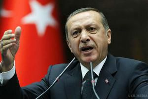 Росія вторглася в Грузію, Україну й Сирію і намагається обдурити весь світ-Президент Туреччини Реджеп Таїп Ердоган. Президент Туреччини Реджеп Таїп Ердоган розкритикував Росію за вторгнення в Україну, Грузію і Сирію