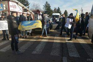 На кордоні з Польщею протестувальники заблокували два пункти пропуску (фото). Митингувальники домагаються збільшення терміну транзиту на ввезення транспортних засобів іноземної реєстрації.
