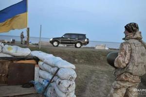 На кордоні з Кримом закрили пункти пропуску. Тимчасово не працюють три пропускних пункти.
