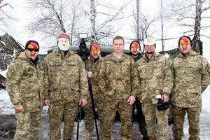 Бійці в зоні АТО зворушливо привітали українців з Новим роком (відео). Українські бійці, які зараз захищають нашу країну на Донбасі, передали свої новорічні вітання родинам і всім українцям