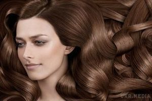 Чай для волосся замість кондиціонеру. За допомогою чаю можна освіжити колір волосся.