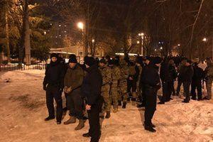 З-за блокади Донбасу в Харкові сталася перестрілка: хроніка подій (фото, відео). У п&#039ятницю, 17 лютого, ввечері у спальному районі Харкова сталася перестрілка.